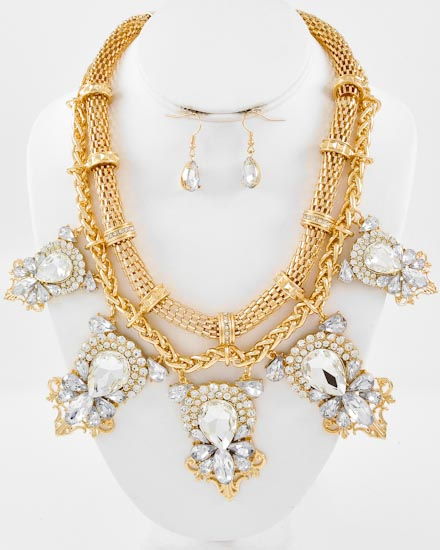Fit For The Glamourus Necklace Set-