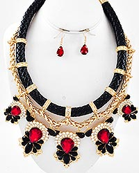 So Chic Statement Necklace Set-